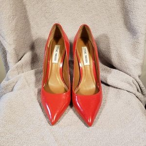 Steve Madden Red patent leather pumps size 8